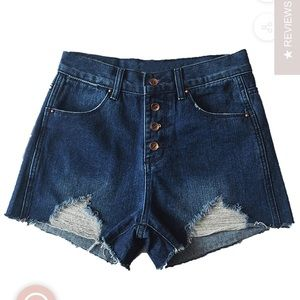 NWT! 4 BUTTONS HIGH WAISTED DISTRESSED SHORTS